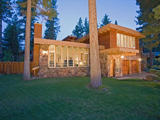 Large 6 BR Dollar Point Home, Lanscaped Yard, and Easy Walk to the Pool - Truckee vacation rentals