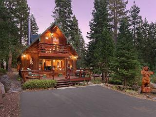 Cozywood Cabin w/ Hot Tub in Private Setting, close to Tahoe City - From $275 - Carnelian Bay vacation rentals