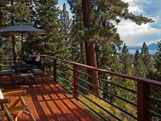 Pioneer - 4BR Lake View, Walk to Town w/ a Hot Tub - Sleeps 12 - From $350/nt - Tahoe City vacation rentals