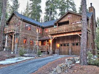 Mtn Escape - Luxury 4 BR Pet-Friendly Home w/ Fenced-in Yard and Hot Tub !!!! - Carnelian Bay vacation rentals