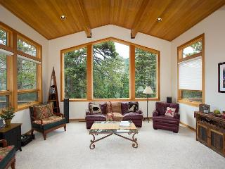 Powder Ridge - Alpine 4 BR w/ Gorgeous Views - Only $360/nt until Christmas!! - Alpine Meadows vacation rentals