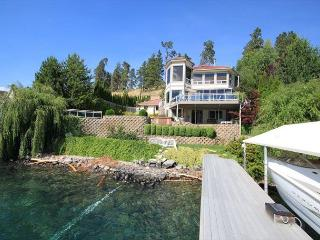 Without Worries is the perfect name for this waterfront getaway. - Manson vacation rentals