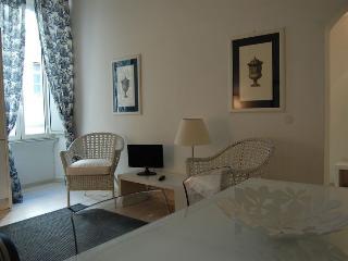 Dolce Vita Bright Apartment - Rome vacation rentals