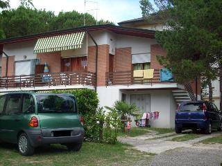 Cozy 2 bedroom Lignano Riviera Villa with A/C - Lignano Riviera vacation rentals