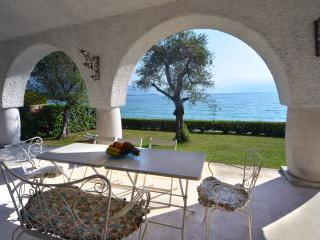 Villa Rocca, waterfront villa on lake garda - Manerba del Garda vacation rentals