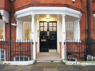 The Riverside Apartment - London vacation rentals