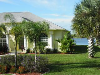 Luxurious 4 bedroom villa on beautiful Lake Marlin - Englewood vacation rentals