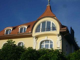 Vacation Apartment in Buochs - 969 sqft, quiet, central, bright, directly at the lake (# 5573) - Buochs vacation rentals
