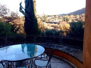 Bright 2 bedroom Monte Porzio Catone Bed and Breakfast with A/C - Monte Porzio Catone vacation rentals