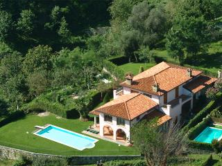 Bright Villa with Washing Machine and Shared Outdoor Pool - Cremia vacation rentals