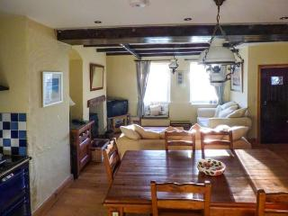 BAY COTTAGE, terraced cottage with sea views, woodburner, WiFi, terrace, close to beach in Gorran Haven, Ref 918500 - Gorran Haven vacation rentals