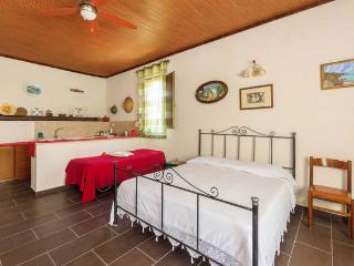 Appartamento Fior di Loto Monolocale - Marausa vacation rentals