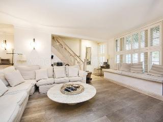 Prestigious town house to sleep 10, with large private garden- Earls Court, Kensington - Kingston upon Thames vacation rentals