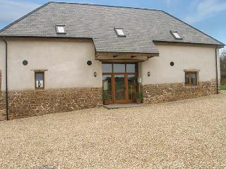 BEDPORT BARN, barn conversion, woodburner, pool table, parking, garden, in High Bickington, Ref 914959 - Devon vacation rentals
