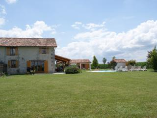 Holiday home in St. Séverin with pool, golf nearby - Saint-Severin vacation rentals