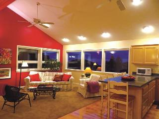 Park Ave Guest House-Elegant 2 Bdrm,1.5 bath home @ Redwood Park-No Steps - North Coast vacation rentals