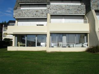 Nice Condo with Internet Access and Central Heating - Larmor-Plage vacation rentals