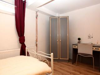 ID 5611 | 3 room apartment | WiFi | Laatzen - Laatzen vacation rentals