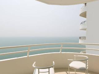 Beach front resort. private balcony over ocean. - Hua Hin vacation rentals