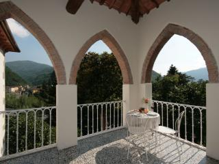 Villa with views,splash pool and easy walk to bars - Bagni Di Lucca vacation rentals