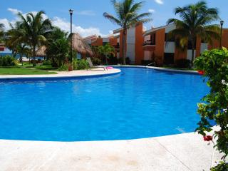 Beachfront Condo & Easy Walk to Town Square. - Puerto Morelos vacation rentals
