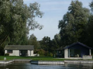 Island Bungalow.: sleeps 4-6 Two Bedrooms - Loosdrecht vacation rentals