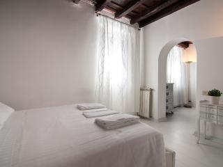 Nice 2 bedroom Rome Apartment with Internet Access - Rome vacation rentals