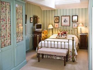 Beautifully decorated mews house, very exclusive area, 5 min walk to Buckingham Palace - Islington vacation rentals