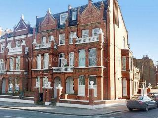 Delightful 1 bedroom apartment on the popular New Kings Road- Fulham - London vacation rentals
