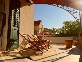Lovely Studio with Internet Access and Outdoor Dining Area - Split vacation rentals