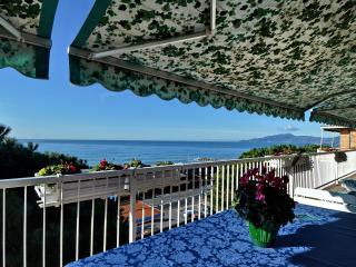 Cozy 2 bedroom Cavi di Lavagna Bed and Breakfast with Internet Access - Cavi di Lavagna vacation rentals