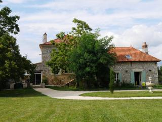 COTTAGES IN THE VINEYARDS OF BORDEAUX - Velines vacation rentals