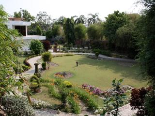 0092333 / 4493099 Luxury Furnished Daydream House - Lahore vacation rentals