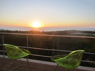 Beach House in Santa Cruz, in front of the sea - Silveira vacation rentals