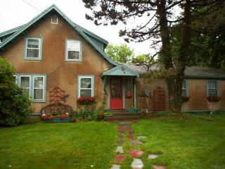 Nice House with Internet Access and Outdoor Dining Area - Gloucester vacation rentals