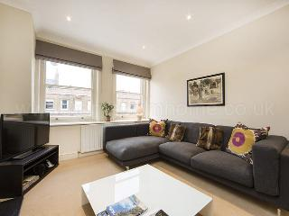 Modern and Bright two bedroom Victorian apartment - South Kensington - London vacation rentals