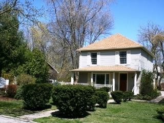 Cozy Cottage with Deck and A/C in Niagara-on-the-Lake - Niagara-on-the-Lake vacation rentals