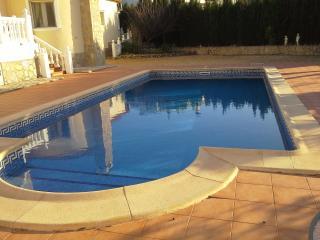 Budget 1 Bed Apartment - Pool - Wi Fi -  A/C - Lliber vacation rentals