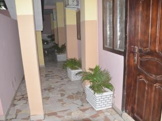 Gorgeous Abidjan vacation Studio with A/C - Abidjan vacation rentals