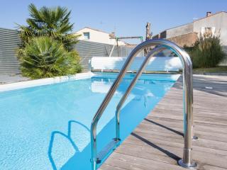 Logis de Carantonus avec piscine chauffée - Saint Jean de Liversay vacation rentals