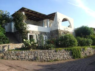 Cozy 2 bedroom Isola Vulcano Villa with Deck - Isola Vulcano vacation rentals