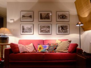 Menin Gate House 1 Plumer's Duplex Apartment - Ypres vacation rentals