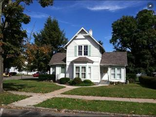 Nice 2 bedroom House in Watkins Glen with Internet Access - Watkins Glen vacation rentals