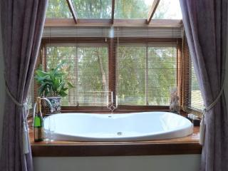 Beautiful 1 bedroom Bed and Breakfast in Bilpin - Bilpin vacation rentals