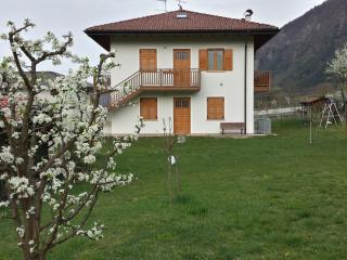 Villa Irma: quiet 2 km from lake,with garden + par - Levico Terme vacation rentals