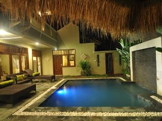 KUTA - 4 bedrooms - 4 bath - Breakfast daily - mic - Kuta vacation rentals