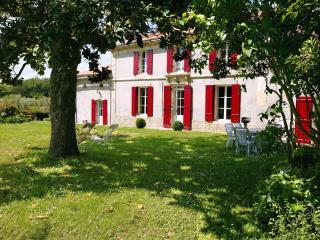 Chateau La Gontrie - Le Magnolia - 2 to 6 guests - Bordeaux vacation rentals