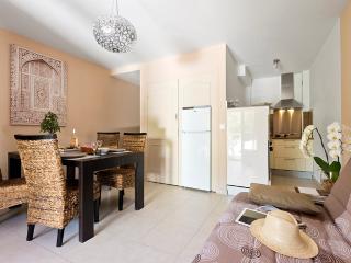 LES JARDINS DE LA MER (F2 avec jardin CONFORT +) - Port Grimaud vacation rentals