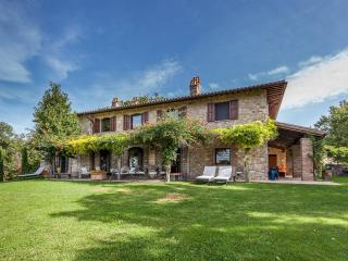 LUXURY COUNTRY HOUSE NEAR TODI. POOL, JACUZZI - Spoleto vacation rentals