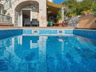 BC7 Luxury villa Nada - Bol vacation rentals